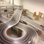 Die 40 Meter lange Slotracing-Bahn aus Holz